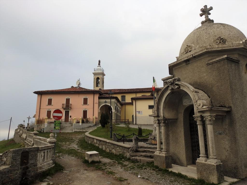 2018-04-08 Pizzo Cerro e Castel Regina 001