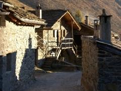 rifugio Bozzi con laghi e passo di Montozzo