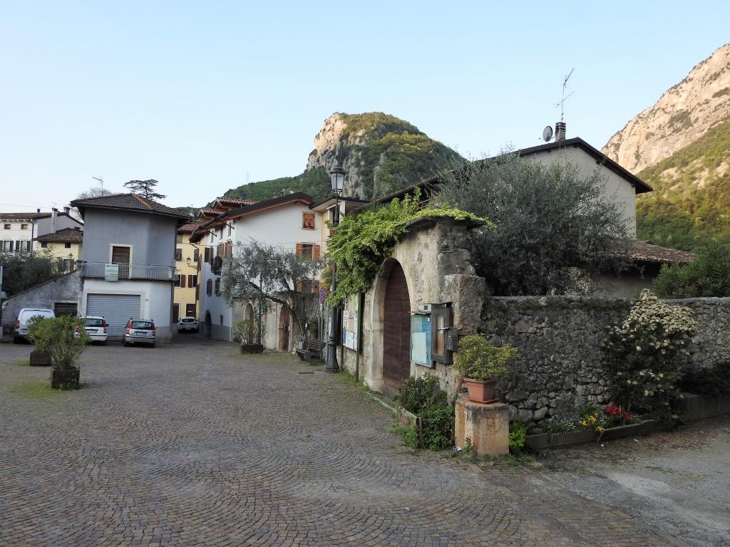 2018-04-22 sentiero degli Scaloni Dro Ceniga (100)